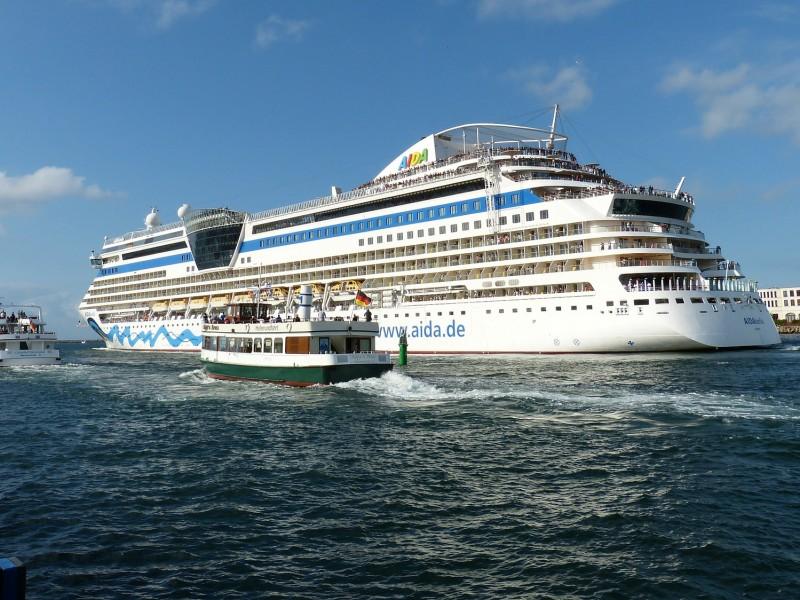 Kreuzfahrtsaison in Warnemünde eröffnet